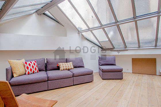 Beau bureau de 20m² avec du parquet au sol, équipé de canapé, 1 fauteuil(s)