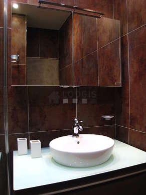 Pleasant and very bright bathroom with double-glazed windows and with tile floor