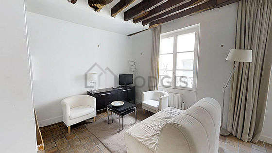 Living room of 15m² with tile floor