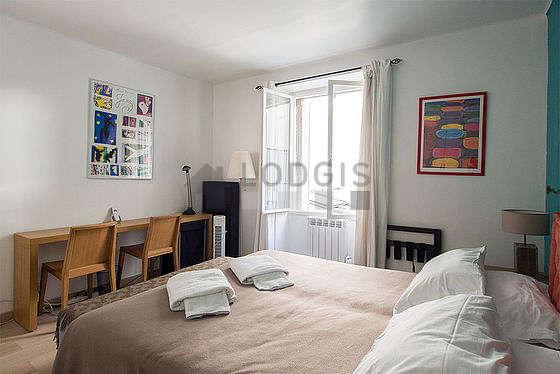 Chambre lumineuse équipée de ventilateur, 2 chaise(s)
