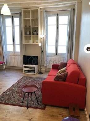Salon de 17m² avec du linoleum au sol