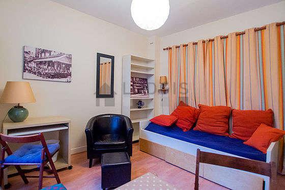 Séjour calme équipé de 1 lit(s) de 90cm, téléviseur, ventilateur, 1 fauteuil(s)