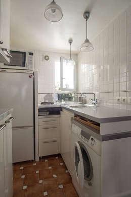 Cuisine dînatoire pour 3 personne(s) équipée de lave linge, réfrigerateur, vaisselle, tabouret
