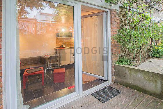 Terrasse très lumineuse avec du parquet au sol