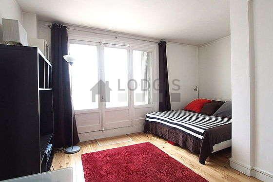 Location studio avec terrasse et ascenseur paris 16 rue boileau meubl 33 m auteuil for Location studio meuble paris 16
