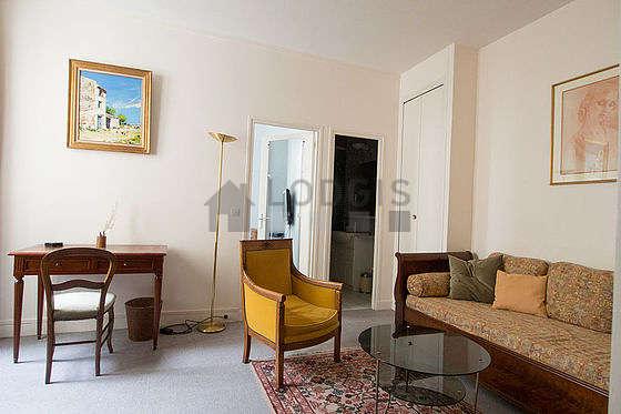 Quiet sitting room of an apartment in Paris