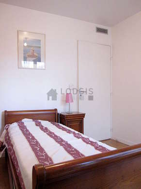 Quiet bedroom for 1 persons equipped with 1 pullout bed(s) of 90cm