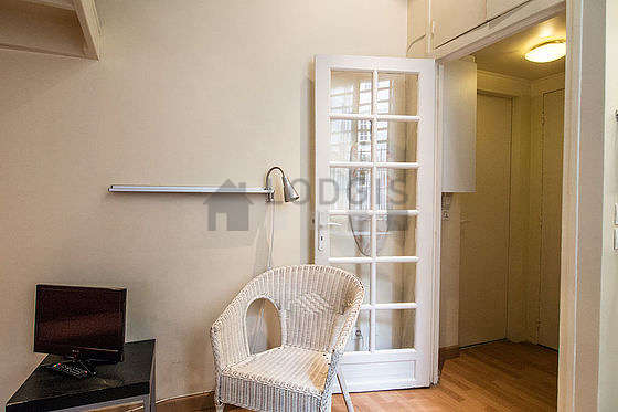 Location meubl e studio rue des lombards paris 4 for Appartement meuble paris long sejour