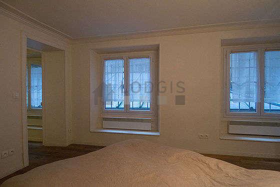 Chambre de 13m² avec du parquet au sol