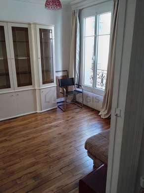 Salon très lumineux équipé de 2 chaise(s)