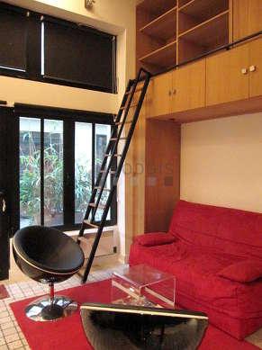 Séjour très calme équipé de 1 canapé(s) lit(s) de 160cm, téléviseur, chaine hifi, 2 fauteuil(s)
