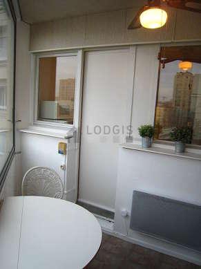Véranda très calme, lumineux et équipée de table à manger, 2 chaise(s)