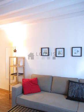 Séjour équipé de 1 canapé(s) lit(s) de 140cm, téléviseur, 1 fauteuil(s), 2 chaise(s)