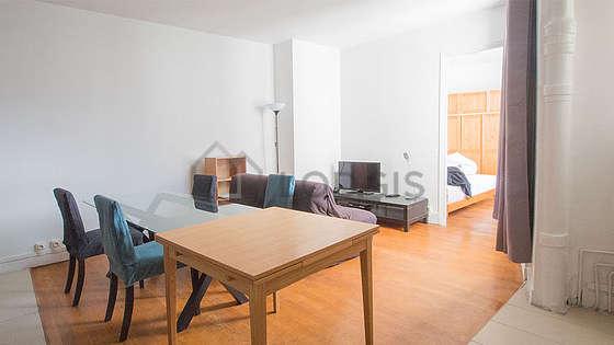 Living room of 19m² with wooden floor