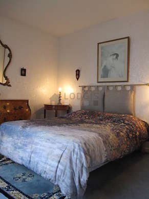 Chambre de 12m² avec la moquette au sol