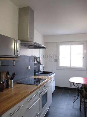 Belle cuisine de 9m² avec du carrelage au sol