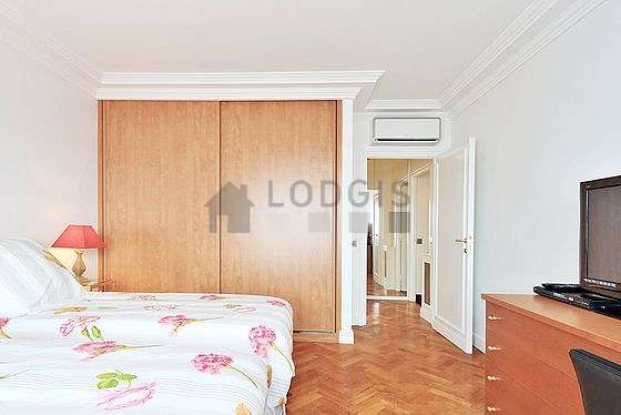 Location appartement 2 chambres vue sur la tour eiffel for Appartement meuble paris 16