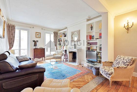 location appartement 2 chambres avec ascenseur chemin e et concierge paris 7 avenue de la. Black Bedroom Furniture Sets. Home Design Ideas