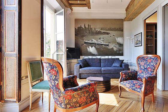 Séjour calme équipé de 1 canapé(s) lit(s) de 160cm, télé, chaine hifi, 2 fauteuil(s)