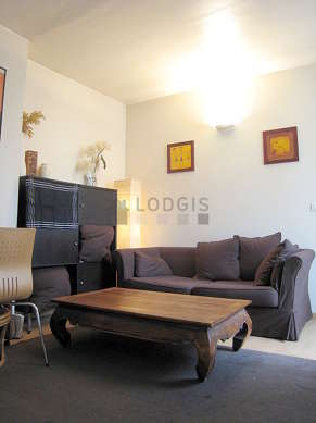 Quiet living room furnished with 1 sofabed(s) of 140cm, home cinema, tv, 1 chair(s)