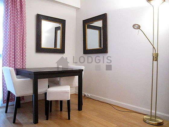 Location studio avec ascenseur paris 5 rue cujas for Appartement meuble paris long sejour
