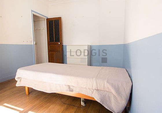 Chambre pour 1 personnes équipée de 1 lit(s) de 90cm