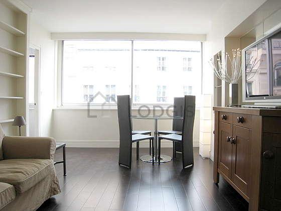 Séjour équipé de 1 lit(s) armoire de 140cm, téléviseur, penderie, placard