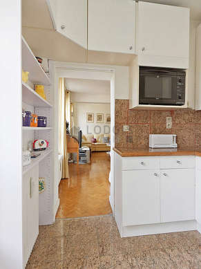 Beautiful kitchen of 4m²opens on the living room with tile floor