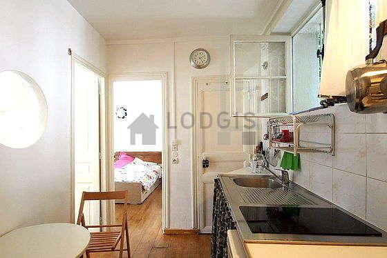 Belle cuisine de 8m² avec du parquet au sol