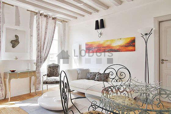 Séjour très calme équipé de télé, chaine hifi, 1 fauteuil(s), 4 chaise(s)