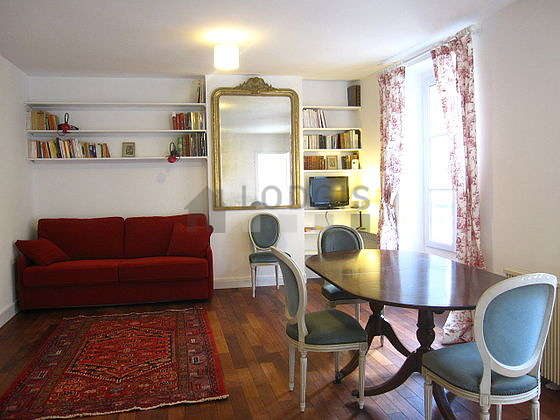 Living room furnished with 1 sofabed(s) of 160cm, tv, dvd player, storage space