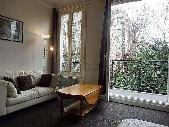 Séjour équipé de 1 canapé(s) lit(s) de 140cm, table à manger, 4 chaise(s)