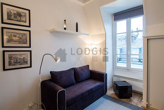 location studio avec ascenseur concierge et local v los paris 7 rue de grenelle meubl. Black Bedroom Furniture Sets. Home Design Ideas