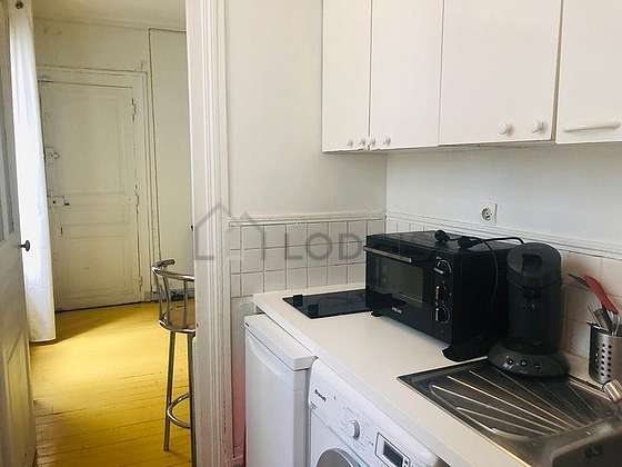 Kitchen of 3m² with tile floor
