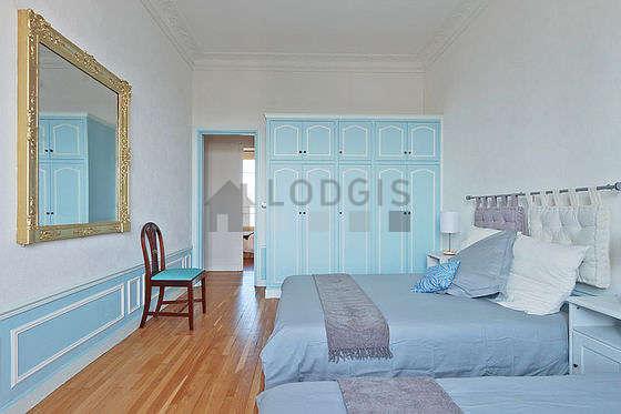 Chambre très calme pour 4 personnes équipée de 1 lit(s) de 120cm, 1 lit(s) de 140cm