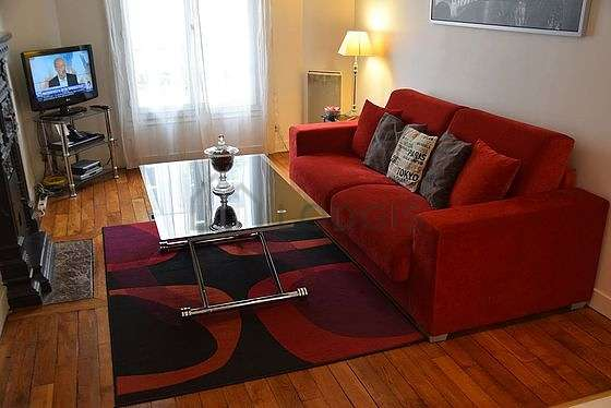 Quiet living room furnished with 1 sofabed(s) of 140cm, tv, hi-fi stereo, cupboard