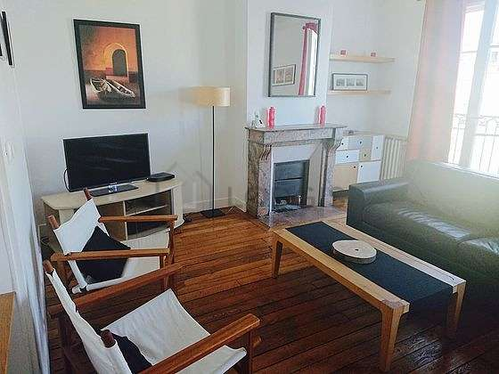 Séjour calme équipé de 1 canapé(s) lit(s) de 160cm, téléviseur, chaine hifi, 1 fauteuil(s)