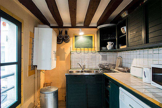 Beautiful kitchen of 8m²opens on the living room with tile floor