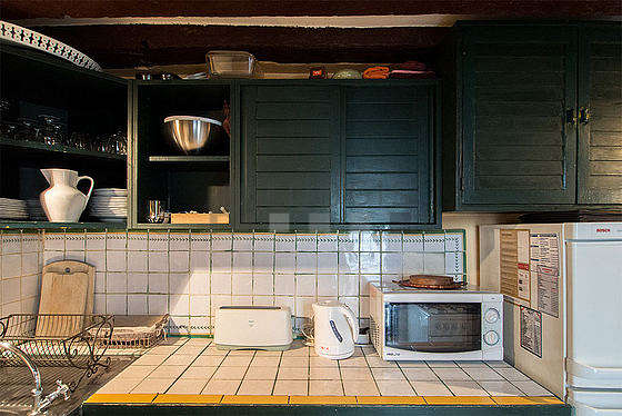 Kitchen with windows facing the courtyard