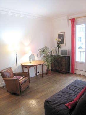 Séjour calme équipé de 1 canapé(s) lit(s) de 140cm, téléviseur, chaine hifi, 1 fauteuil(s)