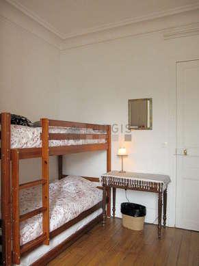 Chambre calme pour 2 personnes équipée de 1 lit(s) supperposé(s) de 90cm