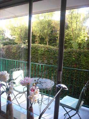Terrasse exposée plein sud-ouest et vue sur jardin