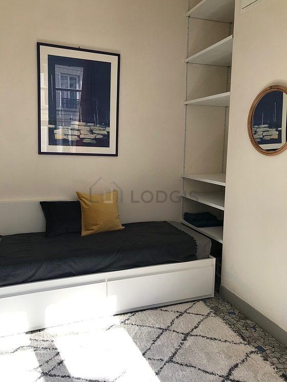 location studio avec concierge paris 8 rue du faubourg saint honor meubl 15 m monceau. Black Bedroom Furniture Sets. Home Design Ideas