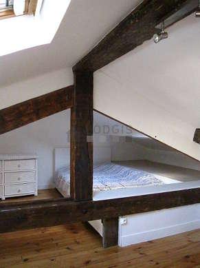 Belle mezzanine équipée de bureau, penderie, commode, 1 chaise(s)