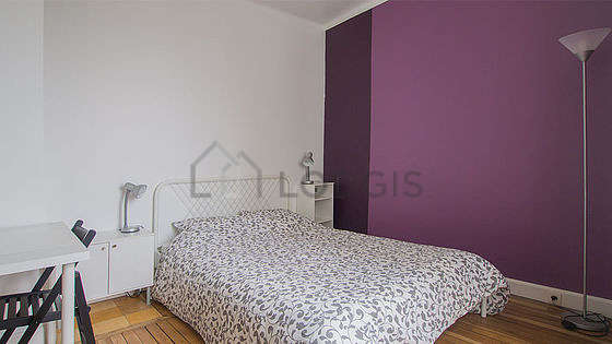 Bright bedroom equipped with desk, wardrobe, 1 chair(s)