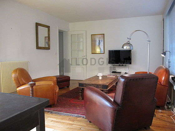 Very quiet living room furnished with tv, dvd player, 2 armchair(s), 4 chair(s)