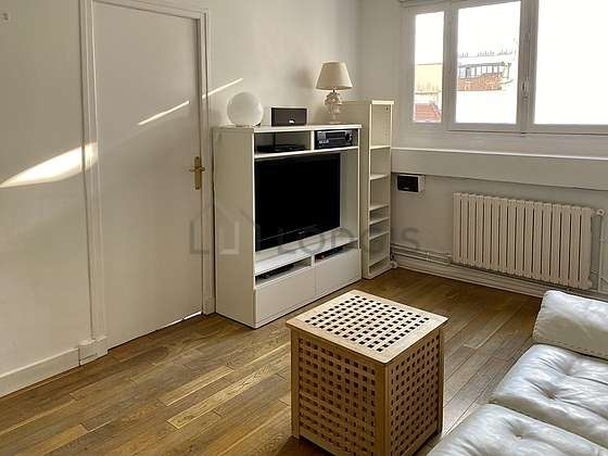 Very quiet living room furnished with home cinema, tv, hi-fi stereo, 4 chair(s)