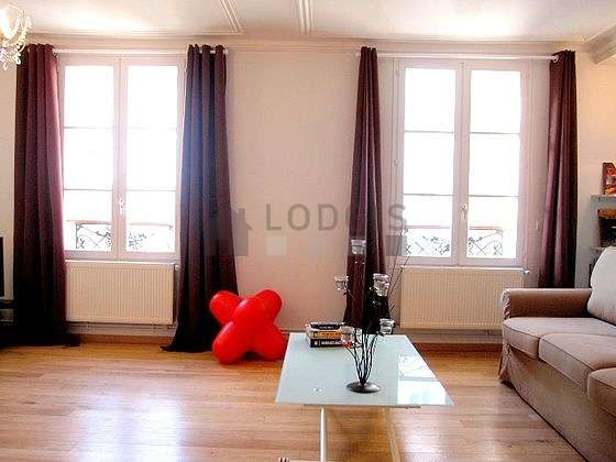 Very bright living room furnished with 3 chair(s)