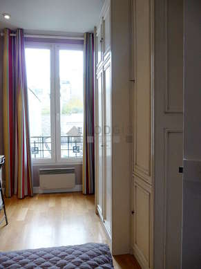 Chambre pour 2 personnes équipée de 1 lit(s) armoire de 140cm