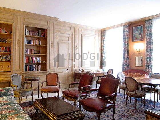Séjour très calme équipé de 1 canapé(s) lit(s) de 140cm, canapé, 5 fauteuil(s), 6 chaise(s)